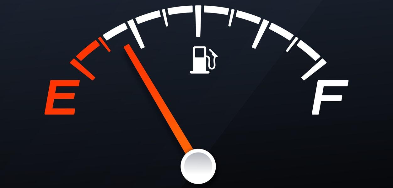 Tips de conducción: cómo ahorrar combustible en un auto mecánico2