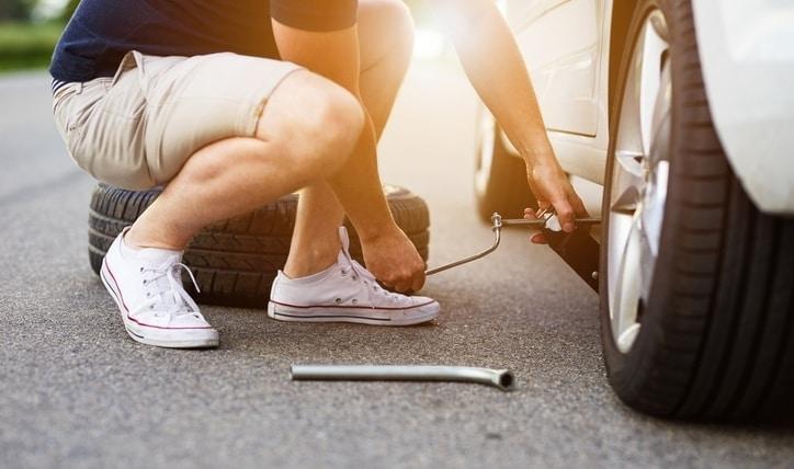 Aprende cómo cambiar un neumático paso a paso