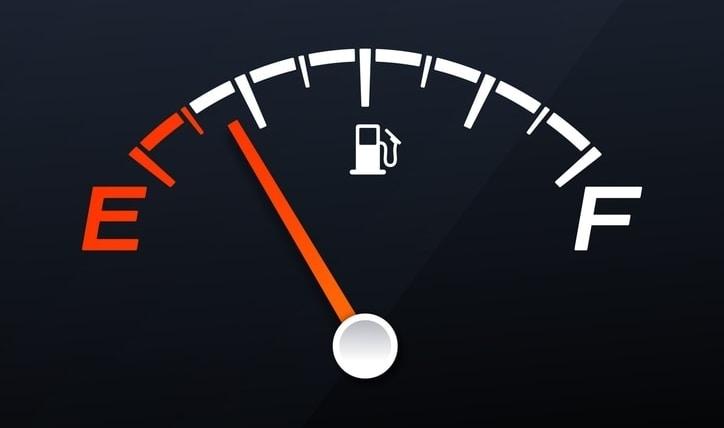 Tips de conducción: cómo ahorrar combustible en un auto mecánico