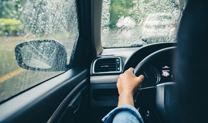 Cómo desempañar los vidrios del auto y cómo limpiarlos