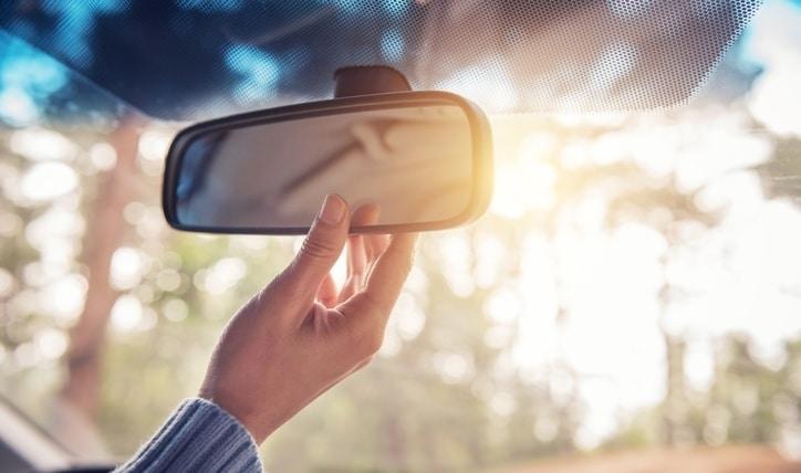 Tips de conducción: cómo ajustar el volante de un auto, luces y espejos