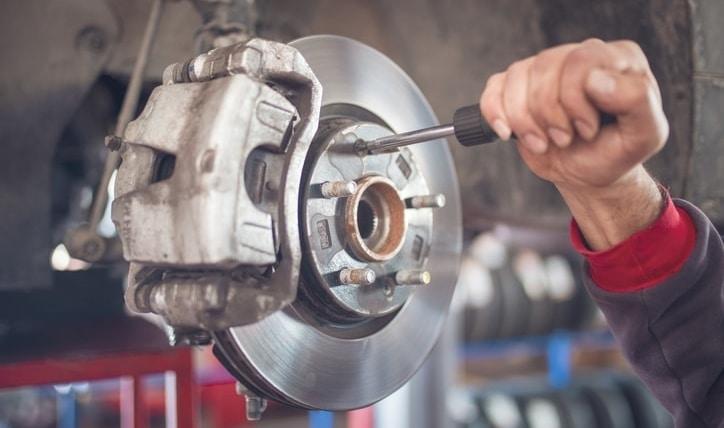 Se pueden ajustar los frenos de disco del automóvil