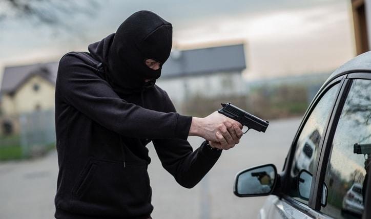 Cuida tu auto: el lucrativo negocio de los portonazos