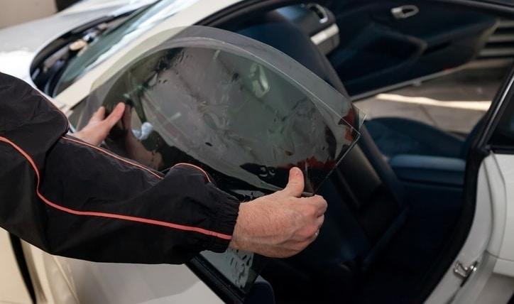 Lo que debes saber acerca del polarizado de vidrios de autos