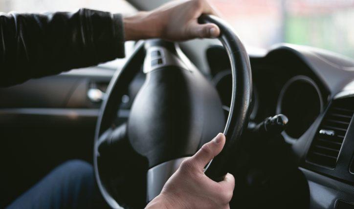 ¿Por qué el volante vibra?