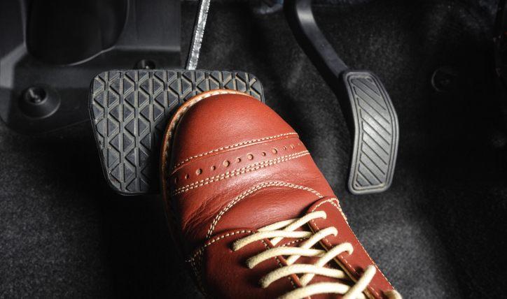 Conoce los pedales de un auto y sus funciones