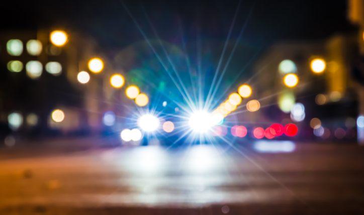 Cuándo usar luces altas al manejar