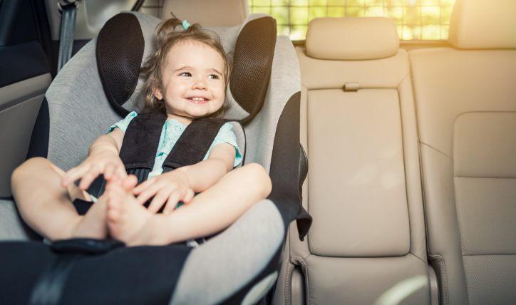 ¿Los bebés pueden ir en el asiento delantero?