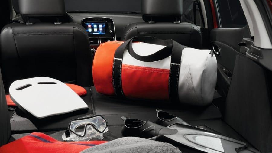 Renault CLIO Puedes abatir el asiento trasero
