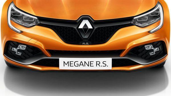 Renault MEGANE R.S., Un frente más ancho