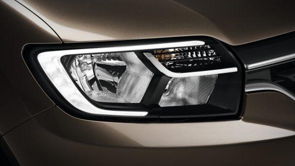 Renault SYMBOL, Luces delanteras LED C-Shape DLR