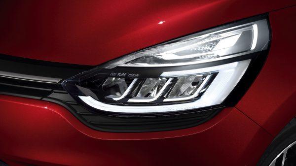 Renault Clio , Enamórate de su sensualidad Con Renault CLIO, hay amor a primera vista. Expresivo y sofisticado, su diseño exterior e interior te sorprenderá totalmente. Súbete y embárcate en un viaje donde el placer de conducir está garantizado.
