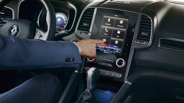 Renault Koleos, Tecnología intuitiva La tecnología abre las puertas a nuevas experiencias. A bordo de KOLEOS, un mundo intuitivo espera por el placer de una conducción instantánea.