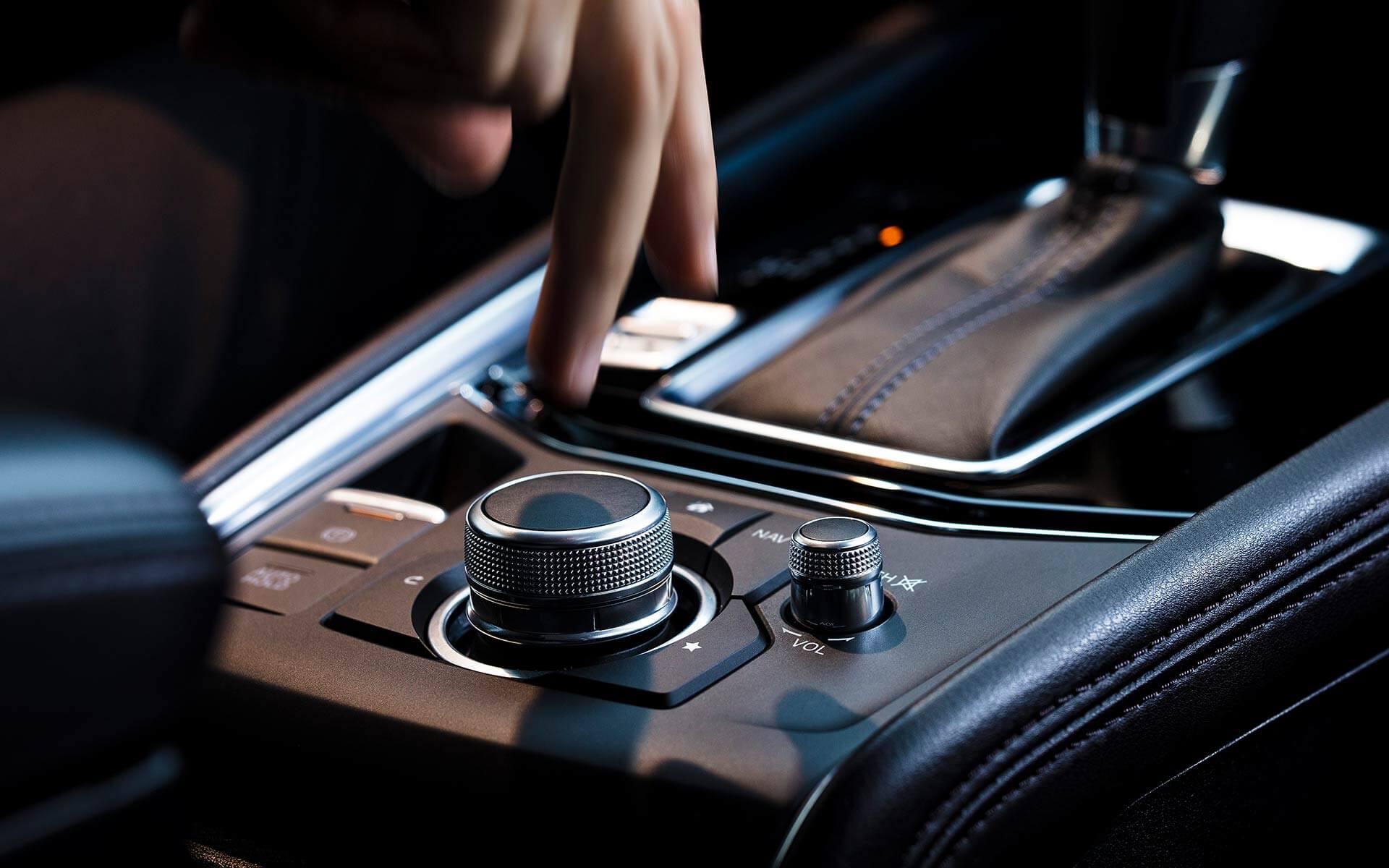 Mazda CX-5 Signature 2019 – consola central