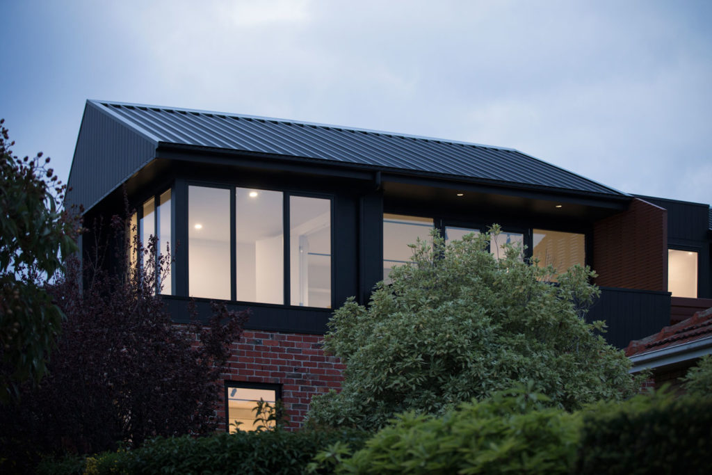 View from the west, Brodecky House / Atlas Architects