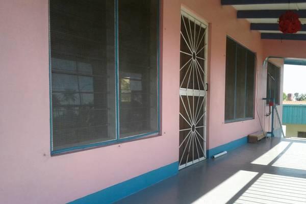 3 Bedrooms Top flat for rent