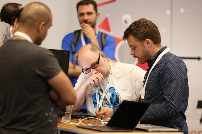 In between talks, be sure to visit the DevZone and Graph Clinic to rub elbows with Neo4j graph database experts.
