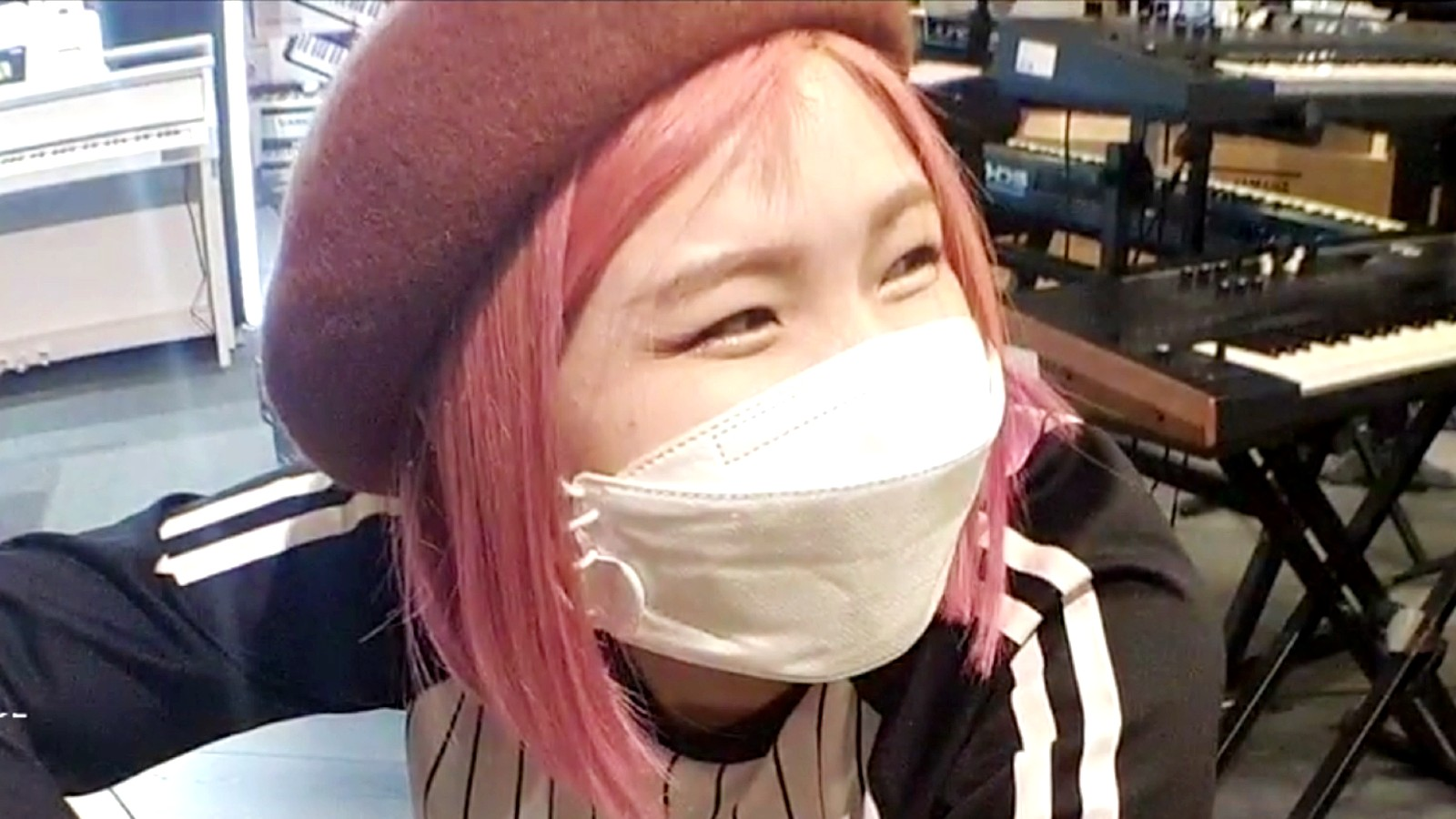 Twitch streamer HAchubby laughs about song interrupting her piano playing
