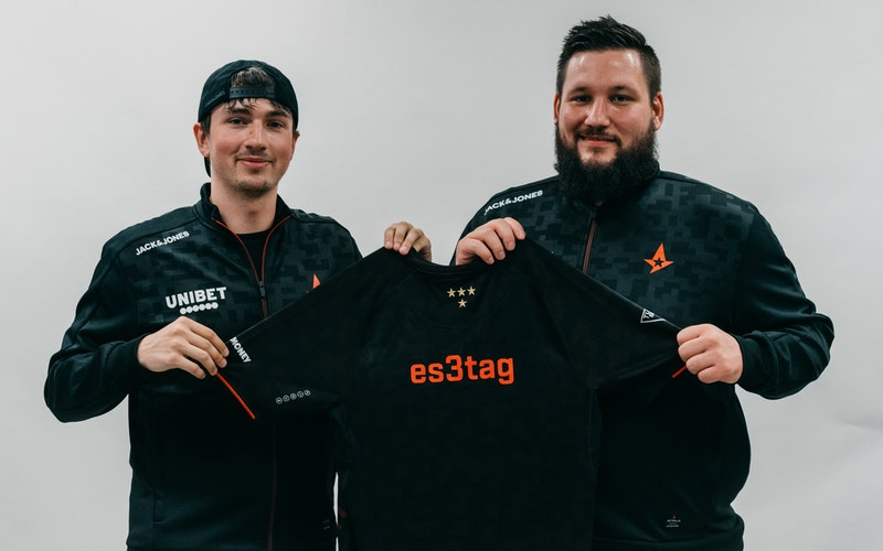 es3tag holding Astralis jersey with Zonic