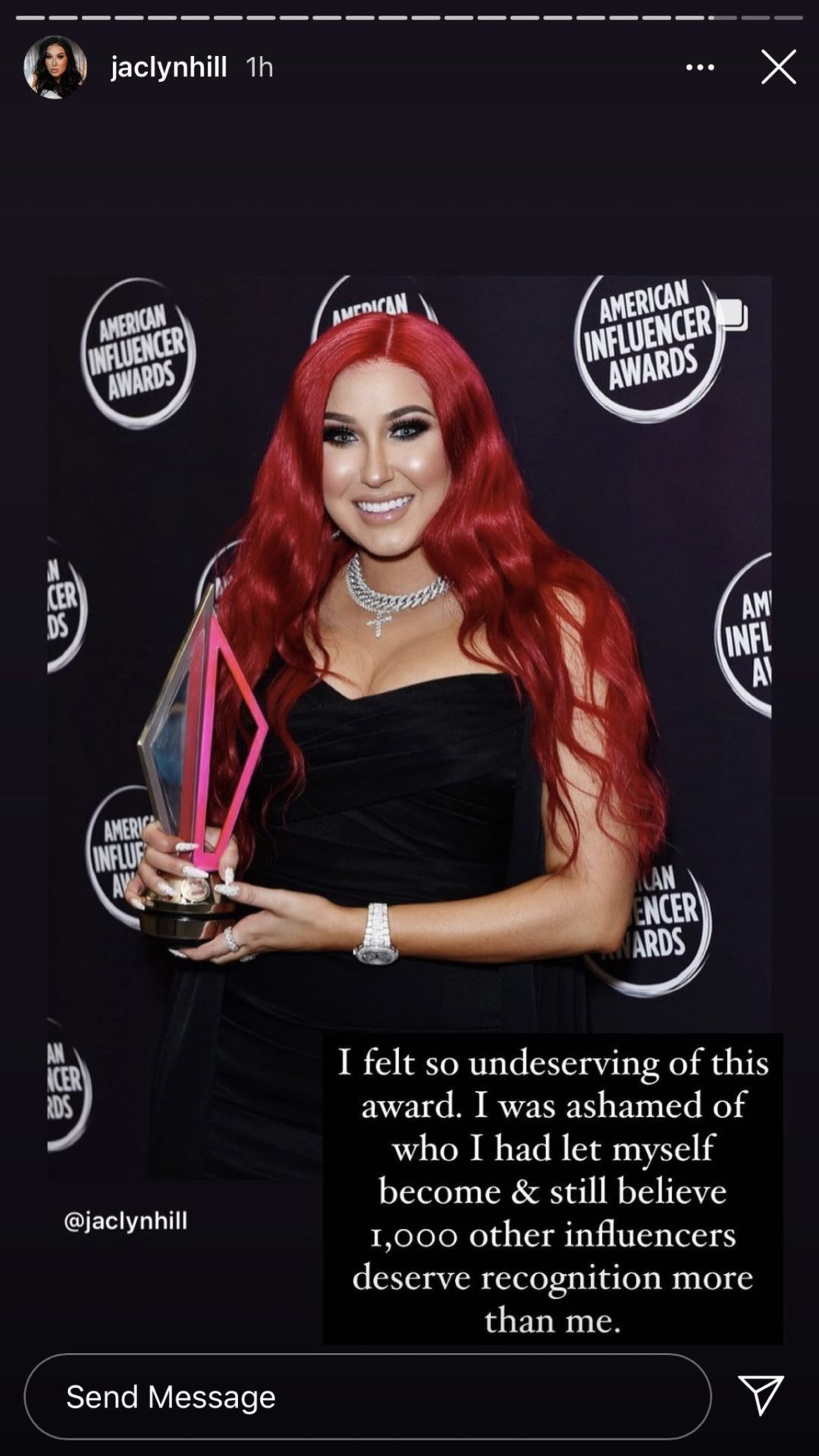 Jaclyn Hill poses with her trophy at the Influencer Awards.