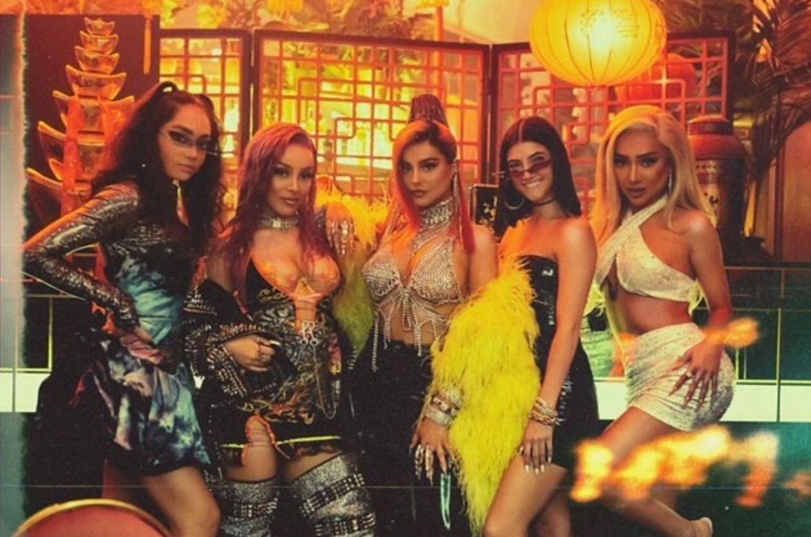 Charli D'Amelio, Nikita Dragun, Avani Gregg, Doja Cat and Bebe Rexha pose for a group photo.