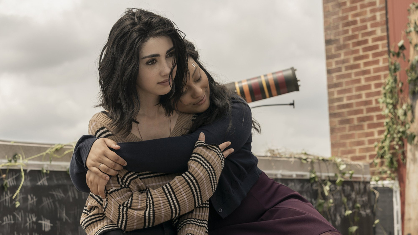 Hope and Iris in Walking Dead World Beyond