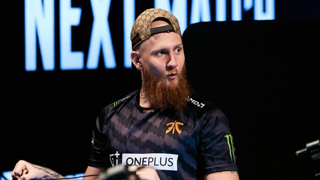 Krimz in a Fnatic jersey