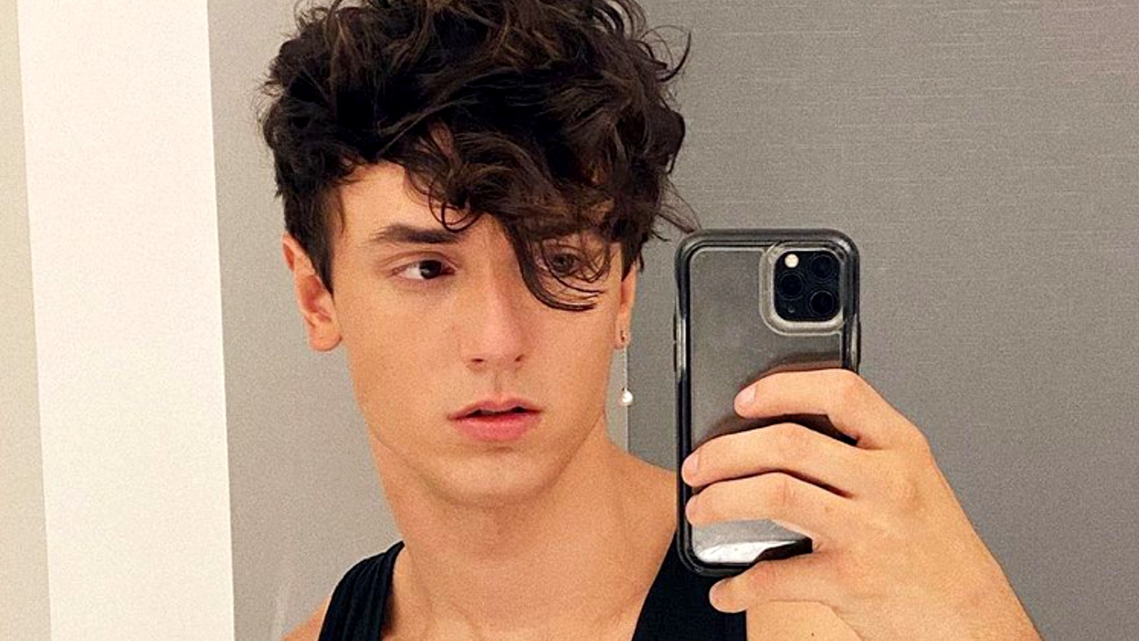 Bryce Hall takes a selfie in the mirror