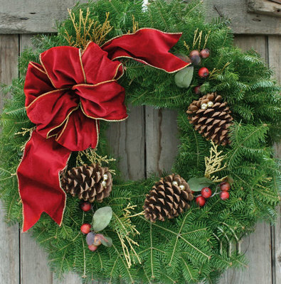 the most popular size of the classic christmas wreath is 25 inch diameter it is also available in 28 36 48 and 60 inch diameter