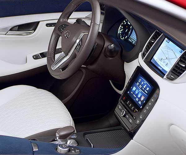 QX50 Angled Interior Dash View