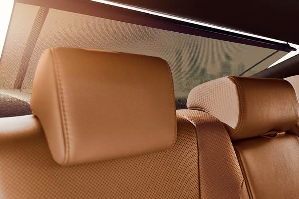 2019 ES Hybrid-Comfort & Design
