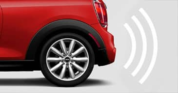 Image displaying how the ultrasonic sensor alerts the driver of the MINI being too close to another object