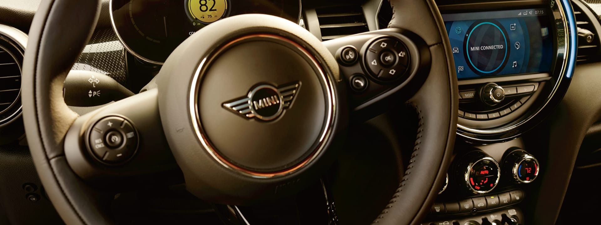 MINI Electric Hardtop 2 Door – steering wheel and dashboard