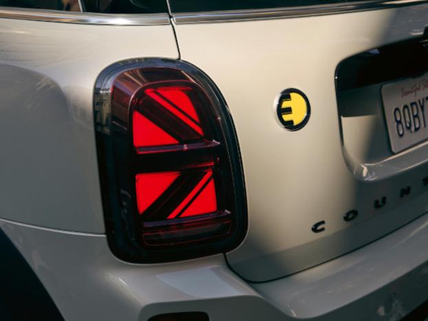 The MINI Cooper SE Countryman PHEV taillight.