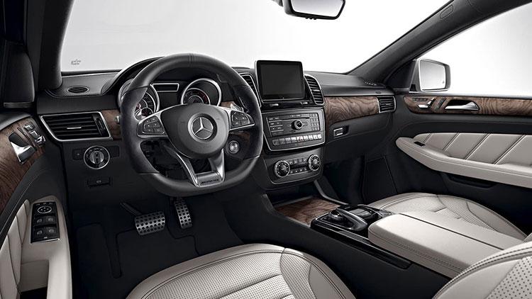 Performances et style d'un coupé, luxe et espace d'un SUV.