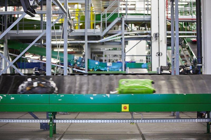 airport baggage handling conveyor belt