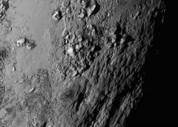 600-x-428-Pluto-equator-mountains-credit-NASA-JHU-APL-SwRI15-152