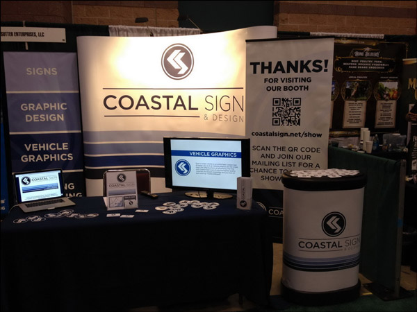 Conference display with signs to capture lead information