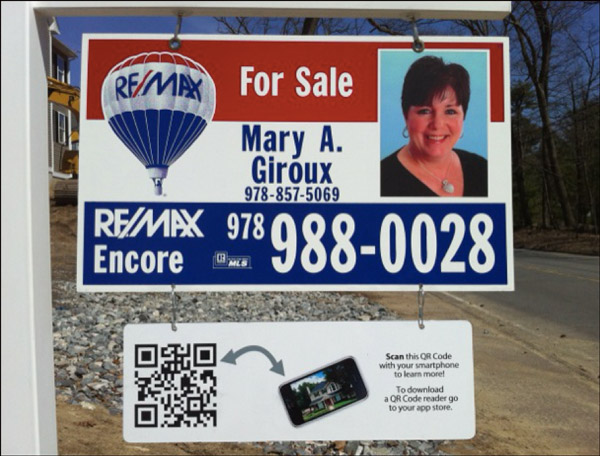 Realtor Sign that captures leads' information