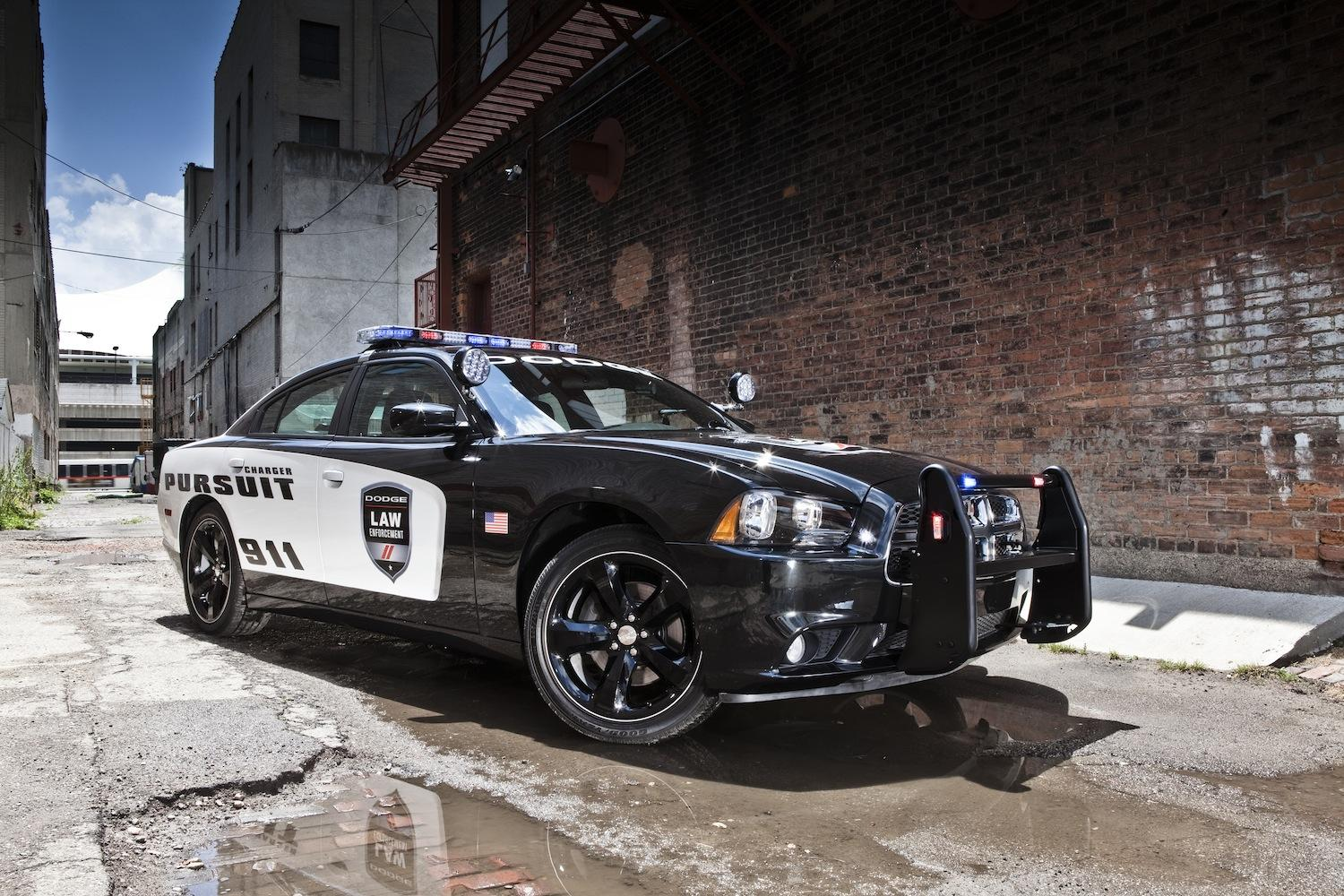The Dodge Charge Pusuit is the fastest cop car in America ...  Fastest Police Car In The World 2013