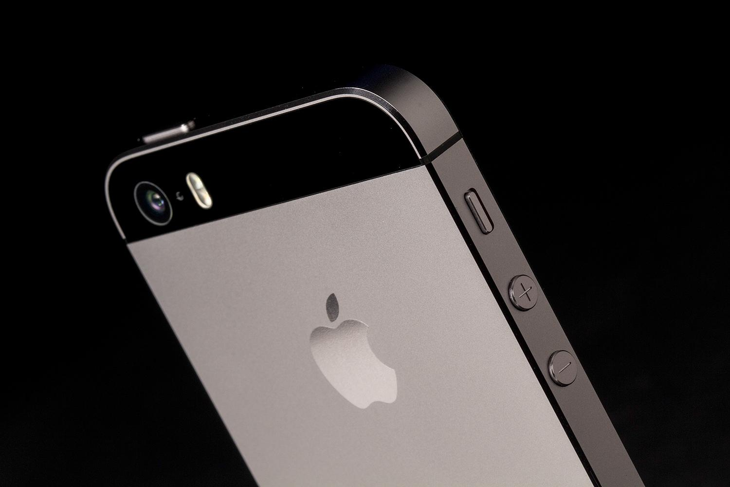 apple releases unlocked iphone 5s starting at 650. Black Bedroom Furniture Sets. Home Design Ideas