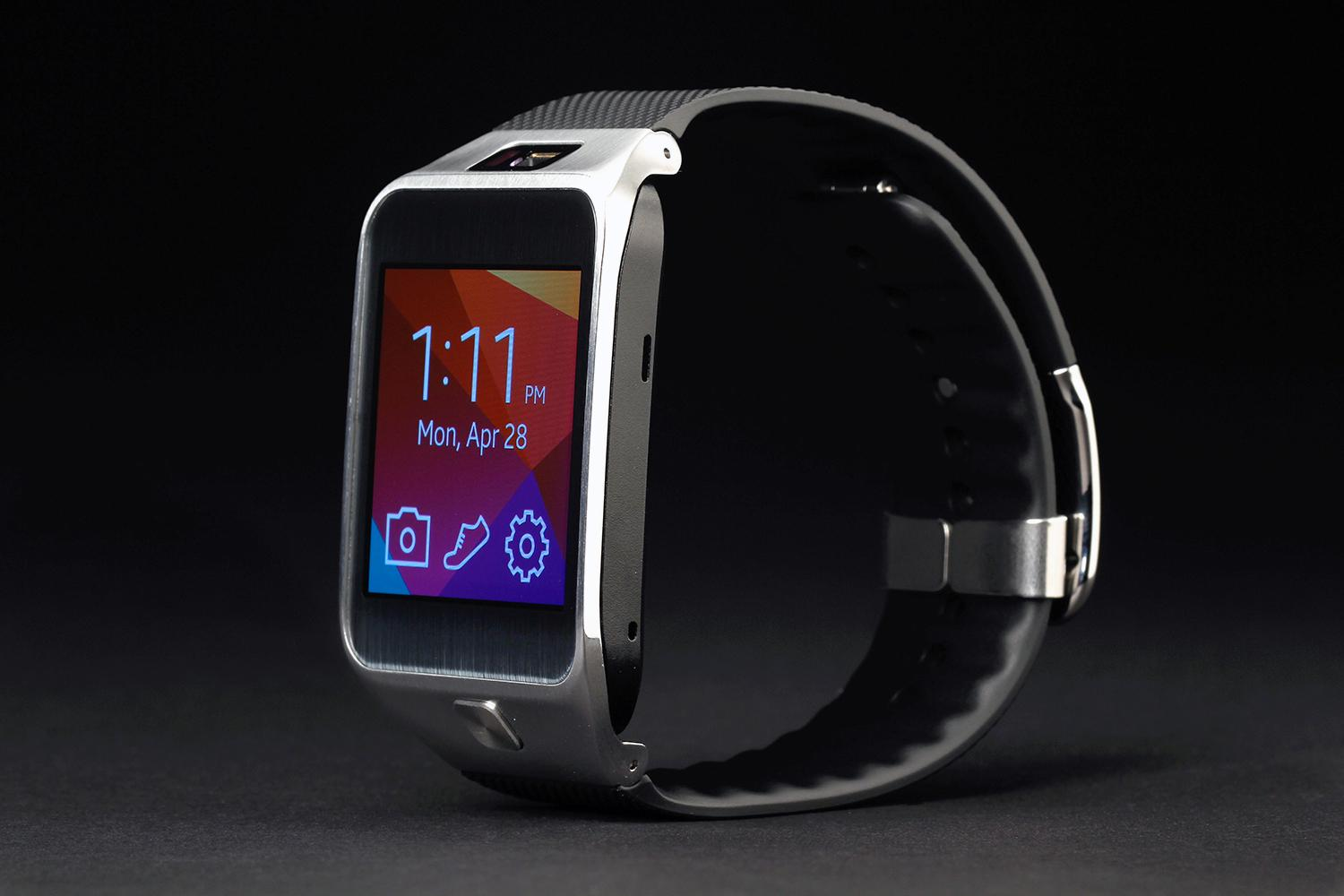 Samsung Gear Fit Is Beautiful Inside And Out Review: Apple, Google, Samsung May Combat Diabetes With Wearables