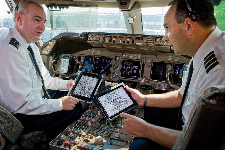 Tech Fail Pilots Ipad Crash Delays Two Dozen American