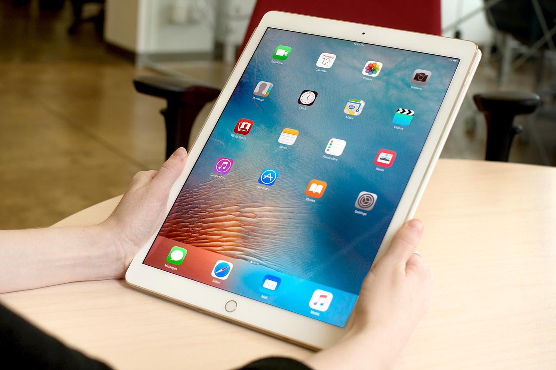 apple predicted to sell 2 6 million ipad pro units despite production delays. Black Bedroom Furniture Sets. Home Design Ideas