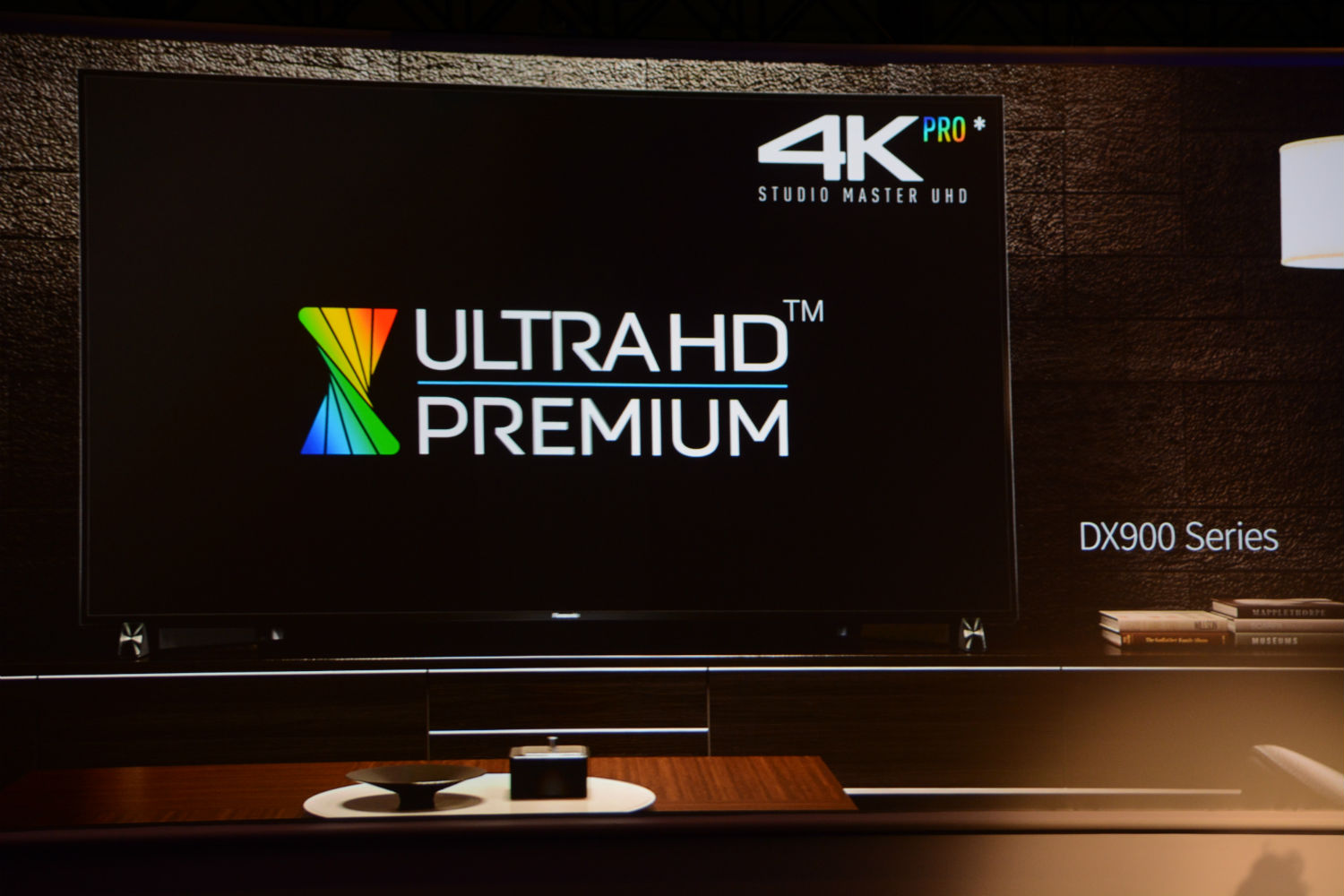 panasonic intros dx900 led tv series promises ultra hd oled and ultra hd blu ray in 2016. Black Bedroom Furniture Sets. Home Design Ideas