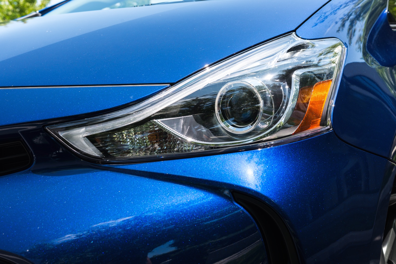 Few bright spots in IIHS headlight test