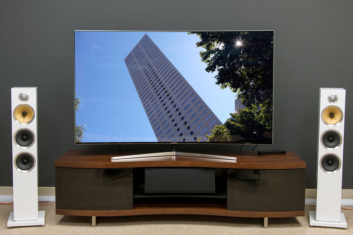 there s more to samsung s 2016 suhd tv lineup than just curves. Black Bedroom Furniture Sets. Home Design Ideas