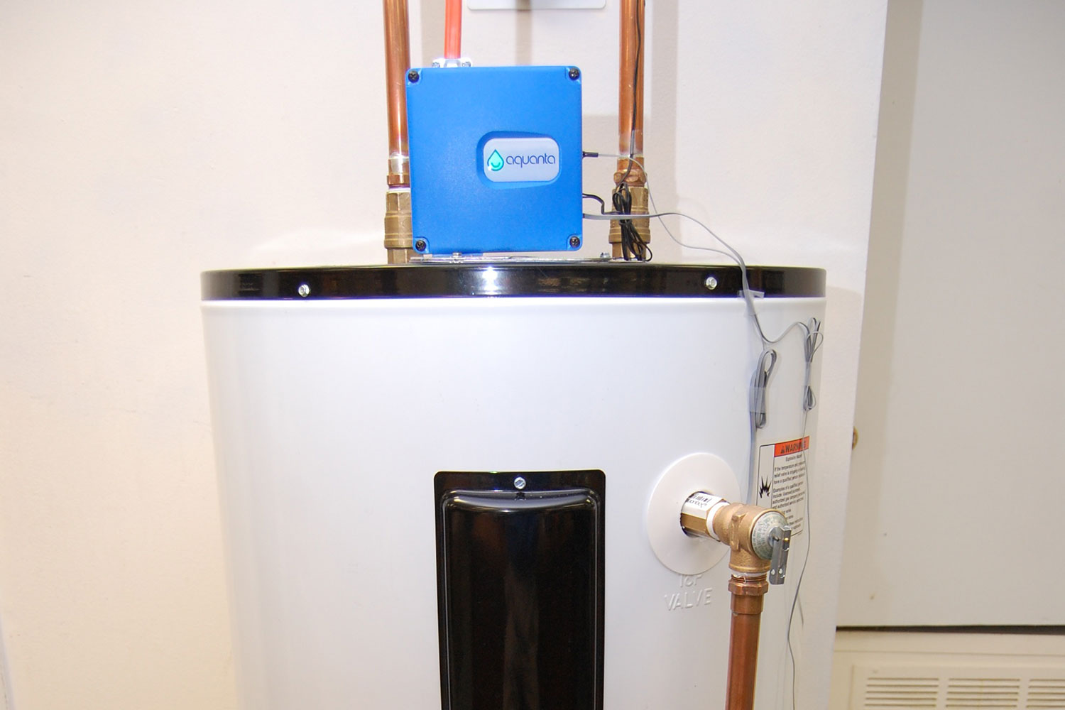 The Aquanta Turns Your Dumb Water Heater Smart To Save
