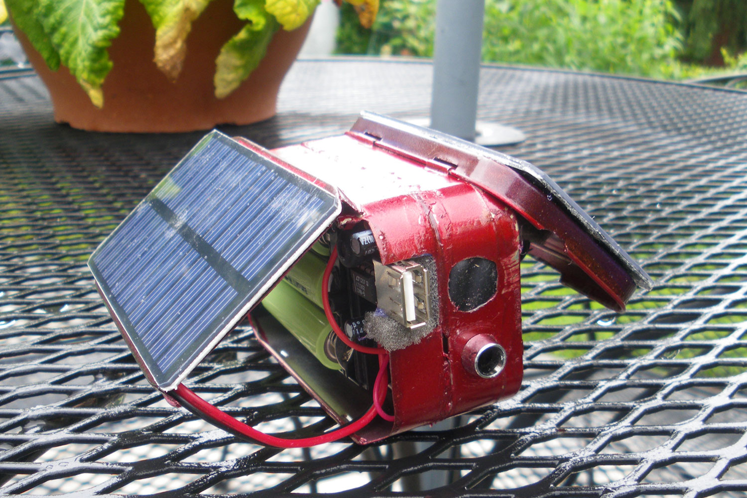 How To Build A Diy Solar Charger Out Of Altoids Tins