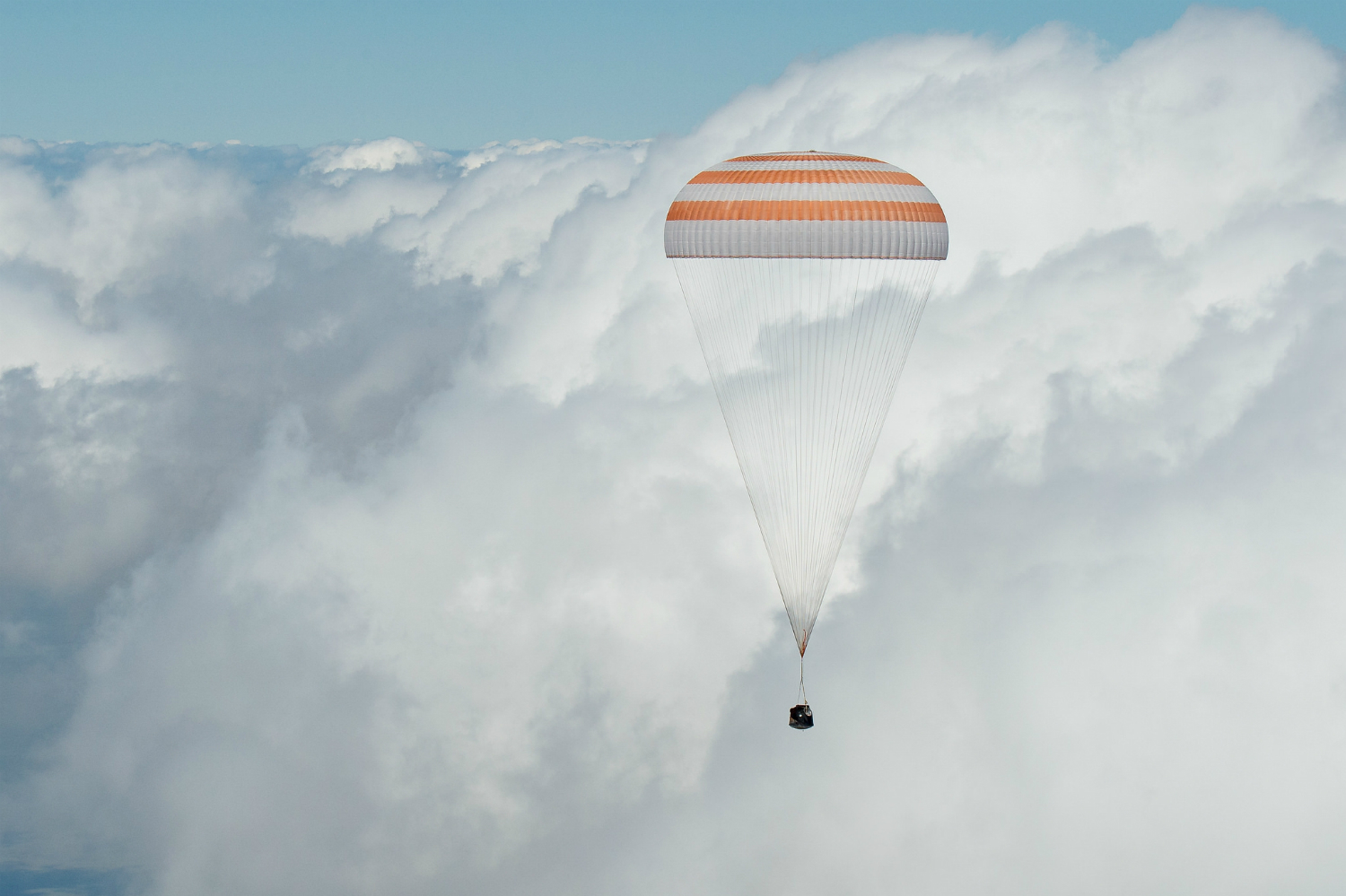 Lovely day for a landing: ISS astronaut trio return to Earth